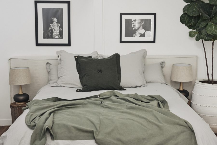 Ponyrider highlander canvas throw Olive on bed